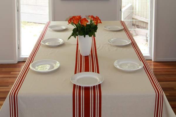 Tablecloth red & beige 2.5 x 1.5